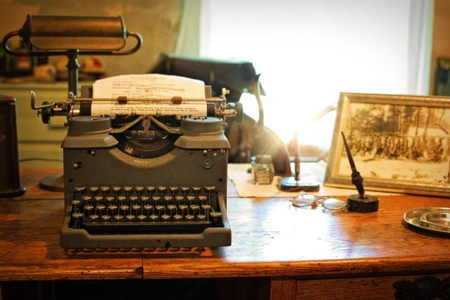 typewriter-2095754